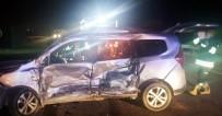 GÜNDOĞAN - Kargo Aracı İle Otomobil Çarpıştı Açıklaması 2 Ölü, 2 Yaralı