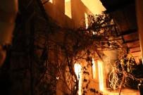 KÖY MUHTARI - Köy Muhtarının Evi Alevlere Teslim Oldu