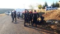 LÜKS OTOMOBİL - Şüpheli Aracı Kovalayan Polisler Kaza Yaptı Açıklaması 2 Polis Yaralı