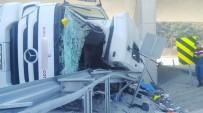 ADEM YıLMAZ - Üst Geçide Çarpan Tırın Sürücüsü Öldü