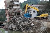 YAĞIŞ UYARISI - 7 Katlı Binanın Yıkımına Elektrik Teli Ve Şiddetli Yağış Uyarısı Engeli