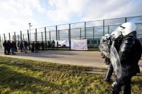 YANGIN TATBİKATI - Belçika Polisi, Göçmen Politikasına Tepkili