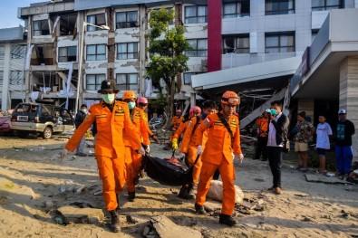 Depremin vurduğu Endonezya'da şimdi de yağmalama başladı