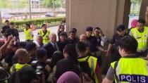 YOLSUZLUK SORUŞTURMASI - Eski Başbakan Rezak'ın Eşi Kefaletle Serbest Bırakıldı