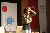 TİYATRO OYUNU - Hakkari'de 'Pembe Aslında Siyahtır' Oyunu Sahnelendi