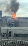 Küçükçekmece'de Boya Fabrikasında Yangının Çıktığı Anlar Kamerada