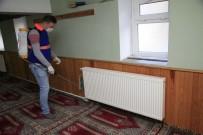 BÜYÜKDERE - Odunpazarı Belediyesi Camileri Ve Cem Evini İlaçladı