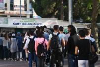 BELEDİYE ENCÜMENİ - Öğrencilerin 1 Liraya Ulaşım Yoğunluğu, Uzun Kuyruklar Oluşturdu