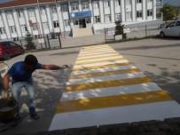 YAYA GEÇİDİ - Okul Geçidi Çizgi Çalışmaları Yapılıyor