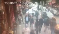 GÜVEN TİMLERİ - Polisten Kaçan Uyuşturucu Satıcıları Araçla Vatandaşların Arasına Daldı