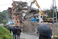 YAĞIŞ UYARISI - 7 Katlı Binanın Yıkımı 3. Günde Devam Ediyor