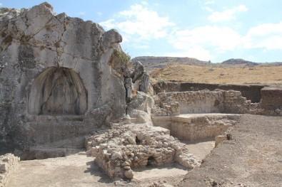 Hititlerin Başkentinde Romalılara Ait 1800 Yıllık Havuz Ve Veranda Bulundu
