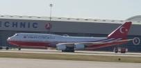 KATAR EMIRI - Katar Emiri'nin Cumhurbaşkanı Erdoğan'a Hediye Ettiği Uçak Kırmızı Beyaza Boyandı