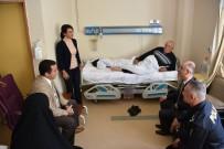 HASAN YAMAN - Kaymakam Yaman Ve Başkan Bakıcı Hastaları Yalnız Bırakmıyor