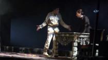 TİYATRO OYUNU - Kocaeli Şehir Tiyatroları Yeni Sezona Yeni Oyunlarla Başladı