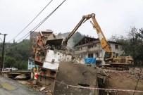 YAĞIŞ UYARISI - O Binanın Yıkımında Sona Yaklaşıldı