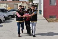 KADIN POLİS - Polisin Kadın Kılığına Girip Yakaladığı Kapkaççılar Tutuklandı