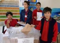 SEÇİM SÜRECİ - Van'da Cumhuriyet Ortaokulu Meclis Başkanını Seçti