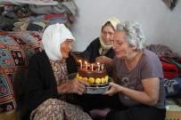YAŞLI KADIN - 114 Yaşındaki Fatma Teyzeye İlk Doğum Günü Pastası
