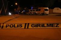 GÜZELYALı - Adana'da Gece Kulübüne Silahlı Saldırı Açıklaması 1 Yaralı