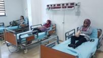 BAŞ DÖNMESİ - Adıyaman'da 21 Öğrenci Yemekten Zehirlendi