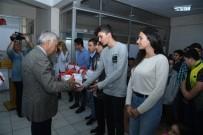 ISPARTA BELEDİYESİ - Başkan Günaydın, Öğrencilere Kitap Dağıttı