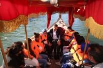 GÜNEŞLI - Denizi Olmayan Tokat'ta Çocukların Kayık Keyfi