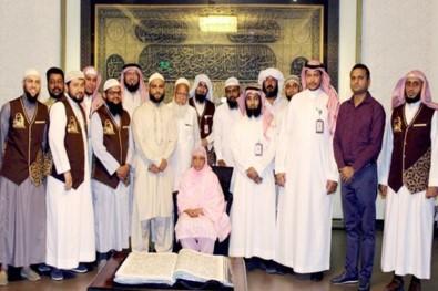 Kur'an-ı Kerim'i 32 yılda nakşetti