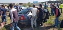 GELİN ARABASI - Gelin arabasıyla otomobil çarpıştı: 4 ölü