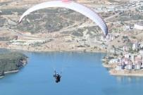 Huzurun Geldiği Tunceli'de Yamaç Paraşütü Akrobasi Şampiyonası