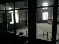 İmam Odasında Çıkan Yangında Cami Zarar Gördü
