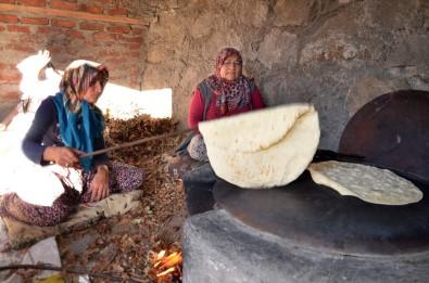 Oğuzlar'da Kadınlar İmece Usulü Kışa Hazırlanıyor