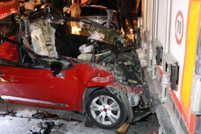 Otomobil TIR'ın altına girdi: 1 ölü 2 yaralı