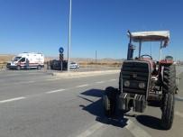 Otomobil Traktör İle Çarpıştı Açıklaması 2 Yaralı