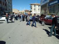 Sürücüsü Direksiyon Hakimiyetini Kaybeden Otomobil 7 Araca Çarptı Açıklaması 3 Yaralı