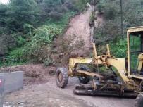 Trabzon'da Heyelan Kaldırma Ve Temizlik Çalışmalarına Devam Ediliyor