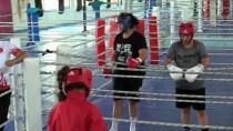 OLİMPİYAT ŞAMPİYONU - Zayıflamak İçin Başladığı Boksta 'Nakavt Şampiyonu' Oldu