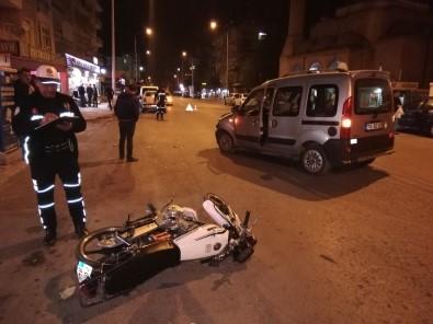Hafif Ticari Araçla Motosiklet Çarpıştı Açıklaması 1 Yaralı