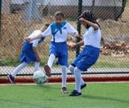 KIZ ÖĞRENCİLER - Köyün Altın Kızları Önyargıları Futsalla Yıktı