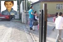 KÜÇÜK ÇOCUK - Üzerine Demir Kapı Devrilen Çocuk Kurtarılamadı