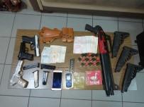 YAKALAMA EMRİ - 14 Suçtan Aranan Şahıs Polisten Kaçamadı