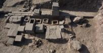 ÇANAKKALE ONSEKIZ MART ÜNIVERSITESI - Assos Antik Kentinde 2 Bin 300 Yıllık Aile Mezarlığı Ortaya Çıkarıldı