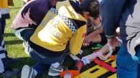 İLK MÜDAHALE - Ayağı Kırılan Genç Futbolcu Gözyaşlarına Boğuldu