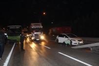 HALK OTOBÜSÜ - D100 Karayolu'nda Halk Otobüsü İle Otomobil Çarpıştı Açıklaması 2'Si Çocuk 4 Yaralı