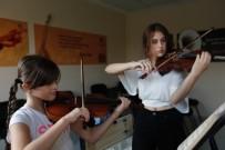 YıLDıZ TEKNIK ÜNIVERSITESI - Küçükçekmece Müzik Akademisi Başarıdan Başarıya Koşuyor