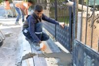 KANALİZASYON ÇALIŞMASI - Pursaklar'da Kaldırım Çalışması Devam Ediyor