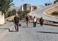 YERLİ TURİST - UNESCO Listesine Giren Harput'a Sonbaharda Bile İlgi Azalmadı