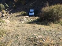 KAYNAR - Yoldan Çıkan Otomobil Uçuruma Yuvarlandı