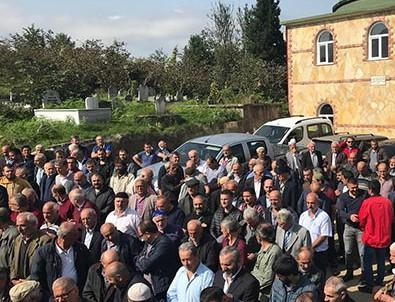 Cenazeye giden cemaat cami hoparlöründen ölen kişinin sesini duyunca şoka girdi