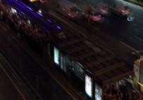 EDIRNEKAPı - Edirnekapı Metrobüs Durağında İnsan Seli